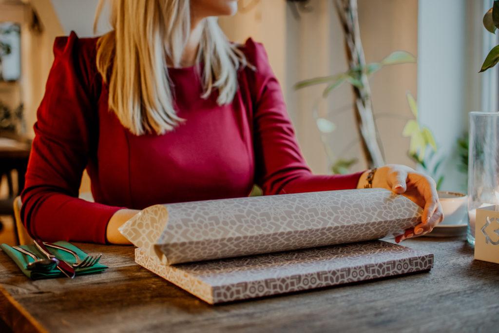 ozdobnie zapakowane prezenty
