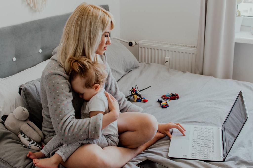 mama i dziecko praca zdalna